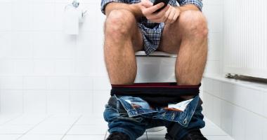 Handy in die Toilette gefallen